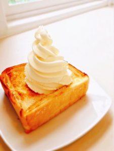 塩トーストバニラアイスのっけ